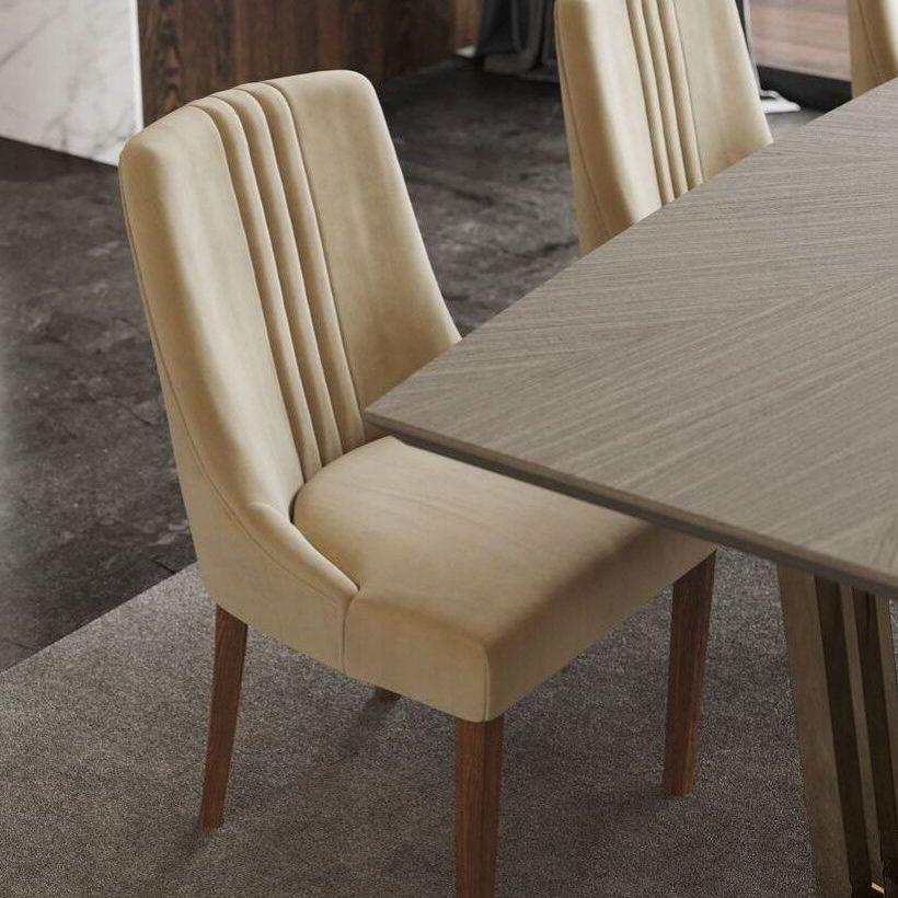 cadeira em estofo para sala de estar moderna