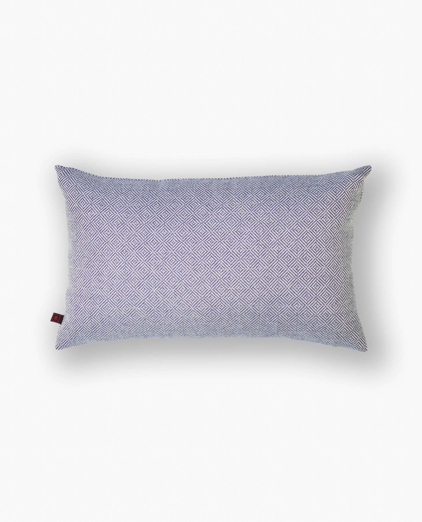 almofada com padrão azul