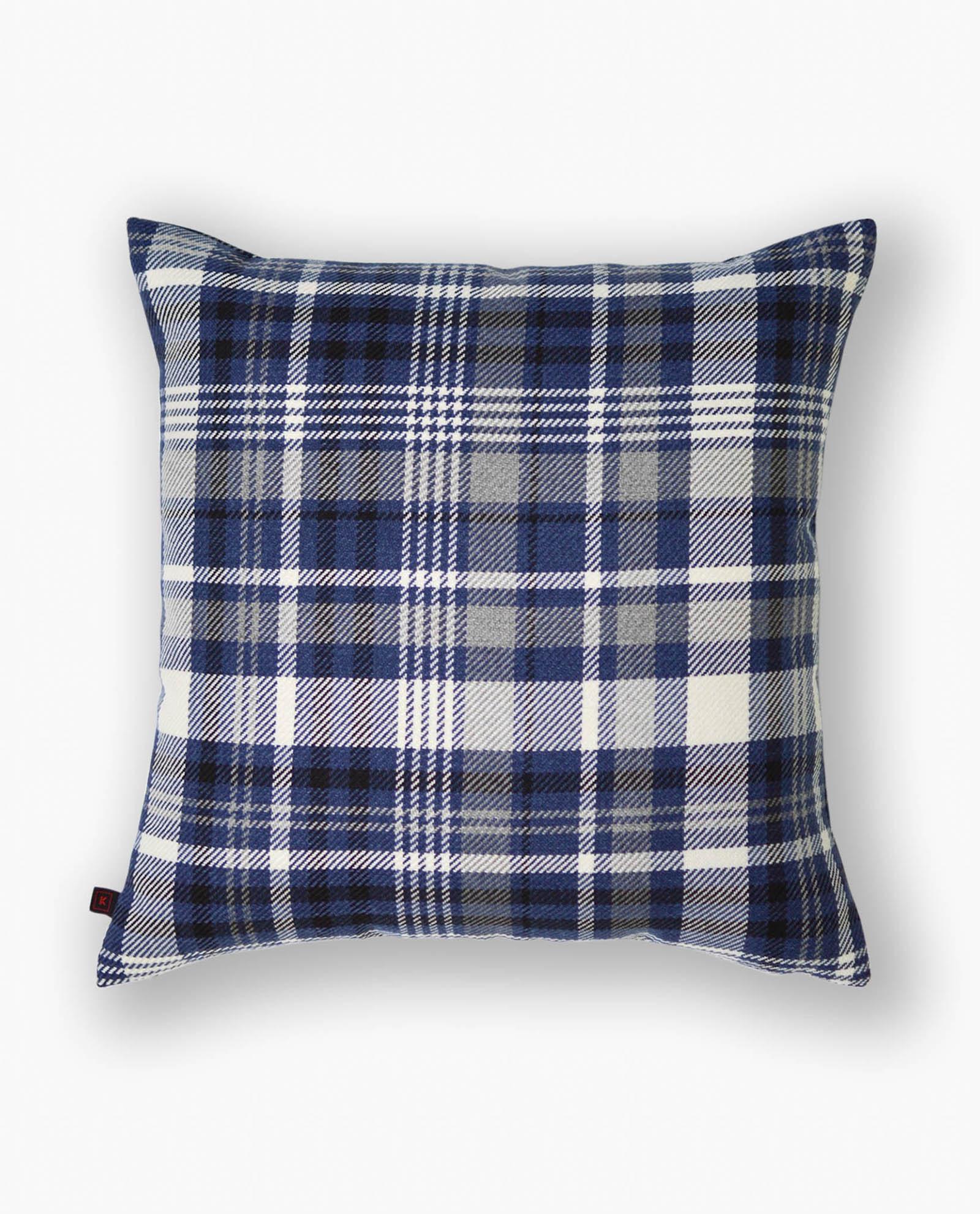 almofada decorativa em padrão azul
