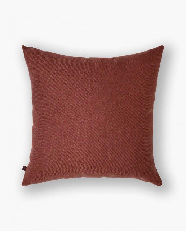 almofada decorativa em tecido vermelho