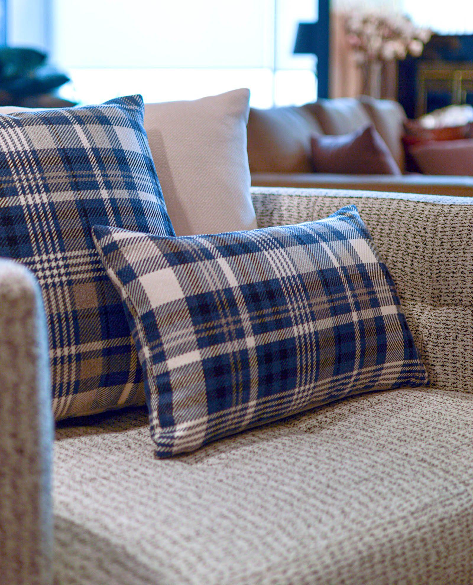 almofada decorativa em azul