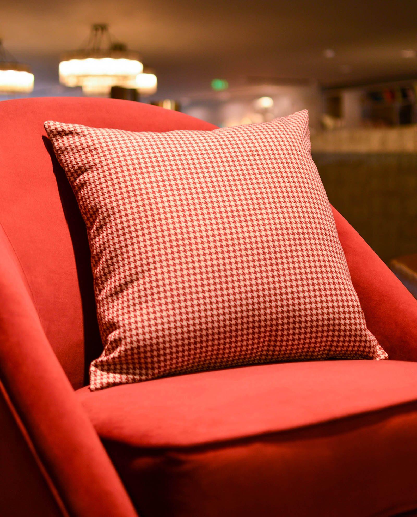 almofada padrão vermelho