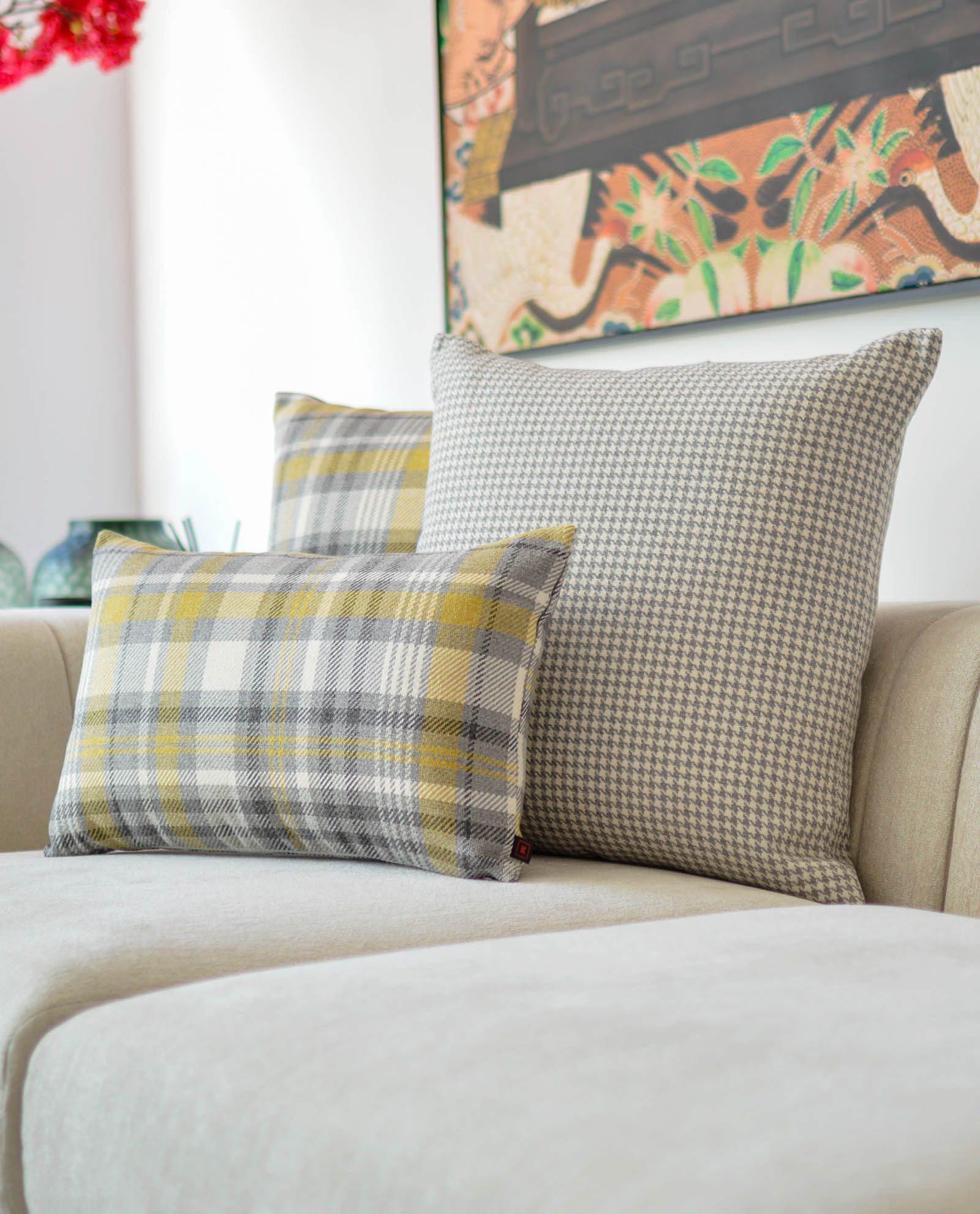 almofada decorativa em amarelo padrão