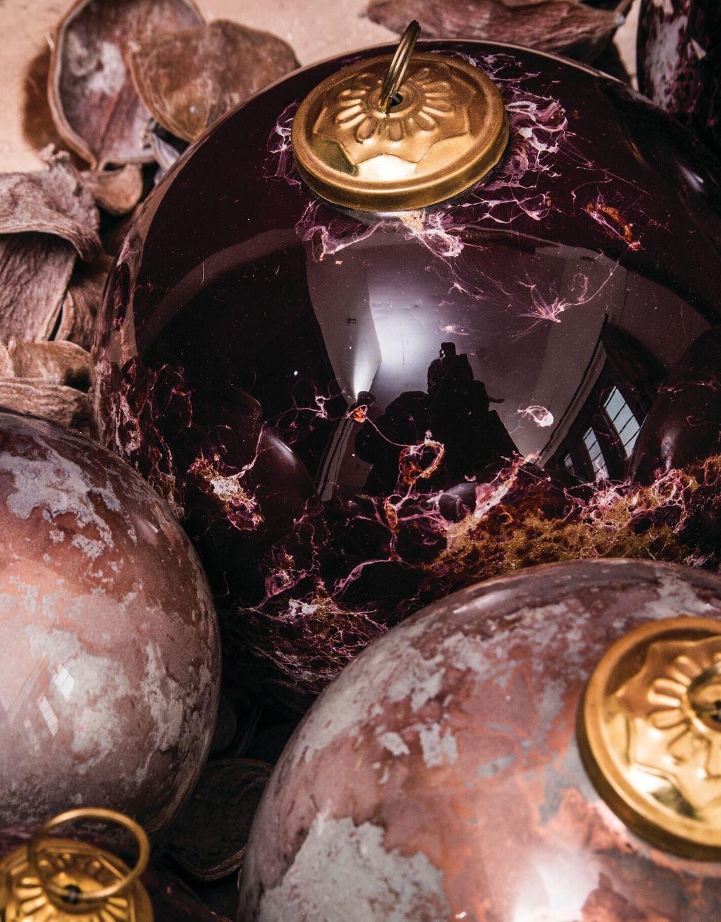 bola de natal em cor bronze